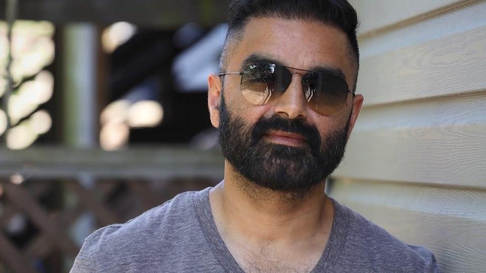 Jatinder (T.J.) Shergill porte des lunettes de soleil.