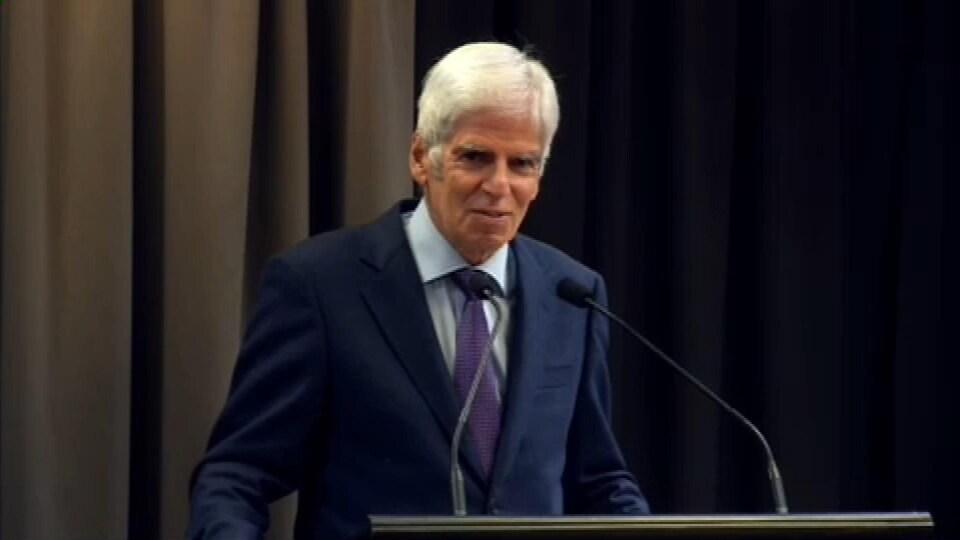 L'avocat-criminaliste Jean-Claude Hébert a donné une conférence sur le thème « Les policiers et la démocratie » en lever de rideau de la commission Chamberland.