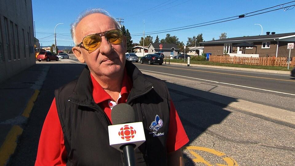 Il accorde une entrevue à Radio-Canada.