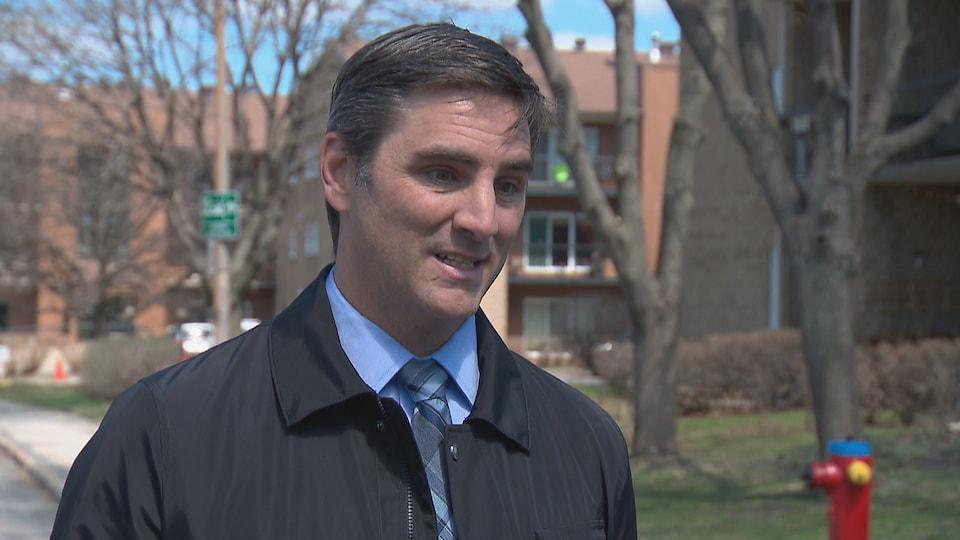 Jean-François Gosselin, chef de Québec 21, lors d'une entrevue à l'extérieur le 6 mai 2020