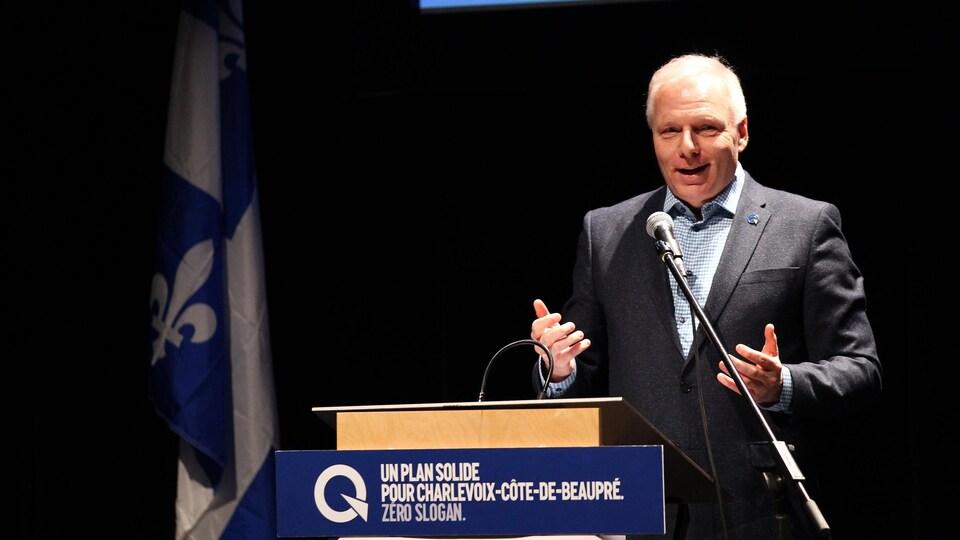 Jean-François Lisée, chef du PQ, lors d'un discours pendant l'assemblée d'investiture de Nathalie Leclerc.