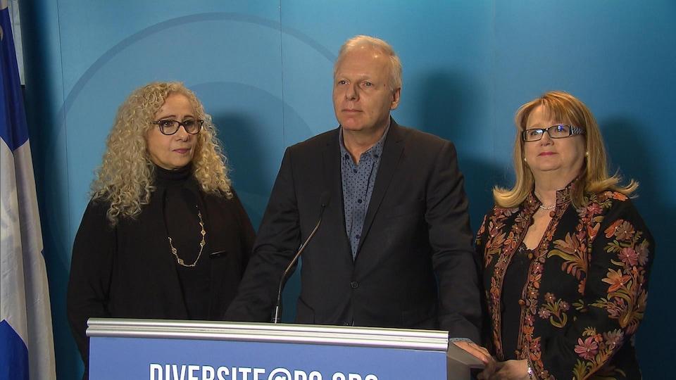Évelyn Abitbol, conseillère spéciale du PQ pour la diversité, Jean-François Lisée, chef du Parti québécois et Carole Poirier, députée d'Hochelaga-Maisonneuve et porte-parole en matière d'immigration et de communautés culturelles