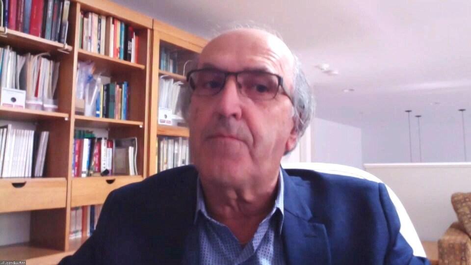 Jean-Guy Finn en entrevue par webcam.