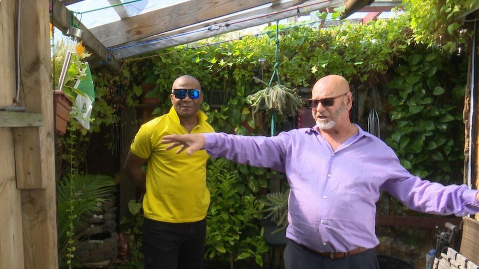 Jean-Rock Boutin et Jason Brown entourés de plantes