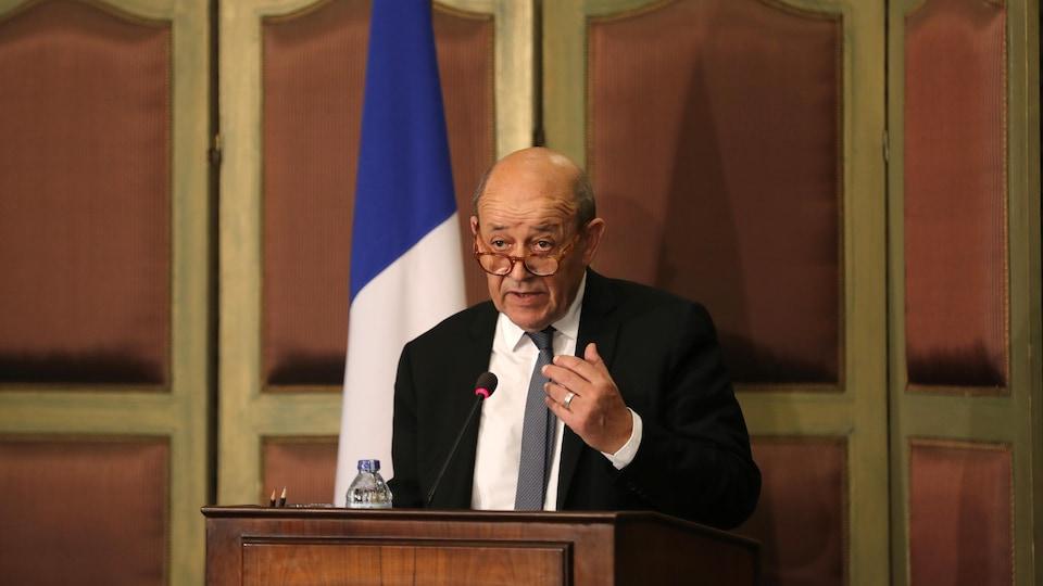 Le ministre des Affaires étrangères, Jean-Yves Le Drian, lors d'une conférence de presse.