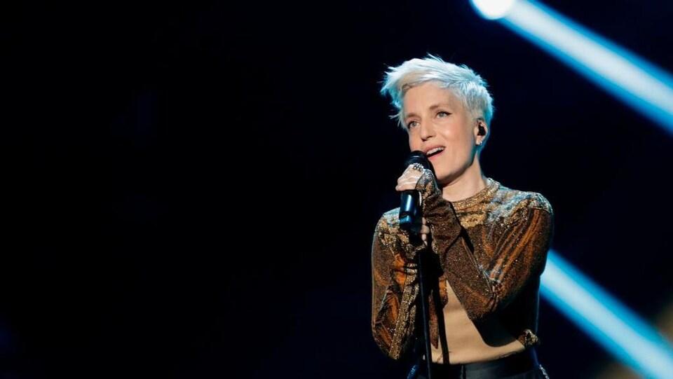 Jeanne Added sur scène lors de la 34e cérémonie des Victoires de la musique.