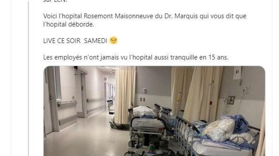 Capture d'écran d'un tweet avec des civières inutilisées dans un corridor d'hôpital.