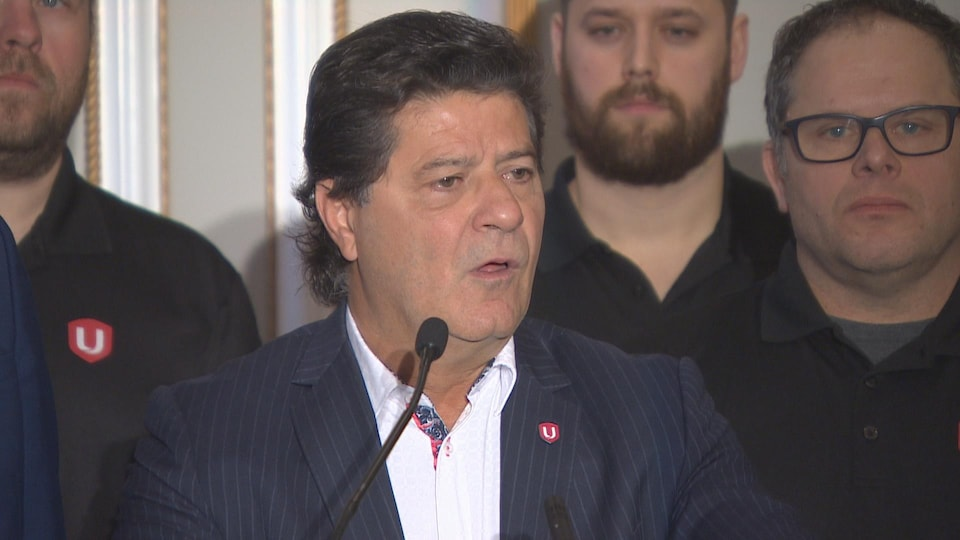 Jerry Dias à la tribune.