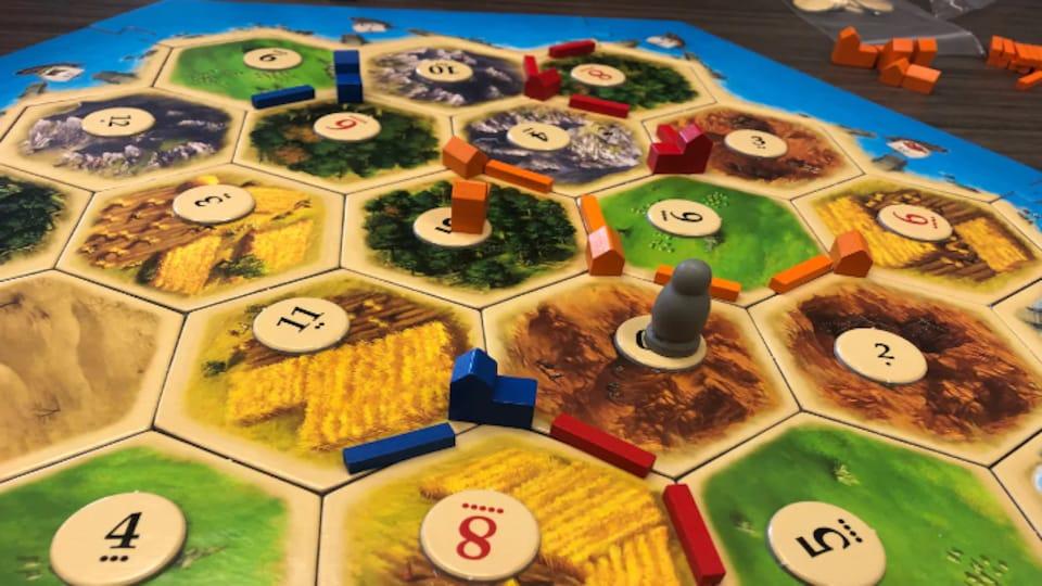 Un plateau de Catane, jeu de société populaire.
