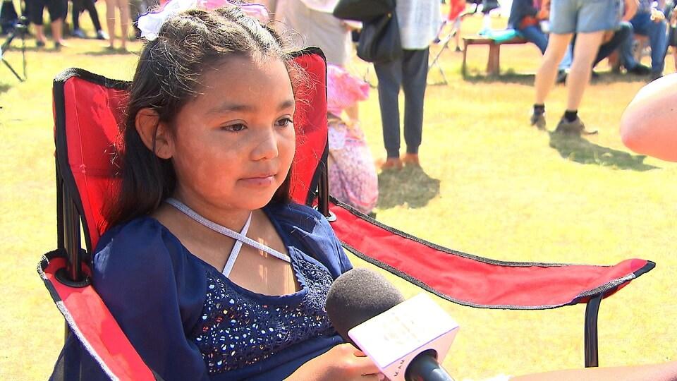 Une fillette innue au festival Innu Nikamu.