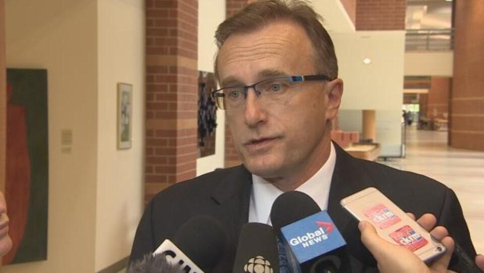 Le ministre de la Santé de la Saskatchewan, Jim Reiter