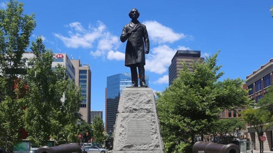 Une statue au centre-ville de Hamilton.