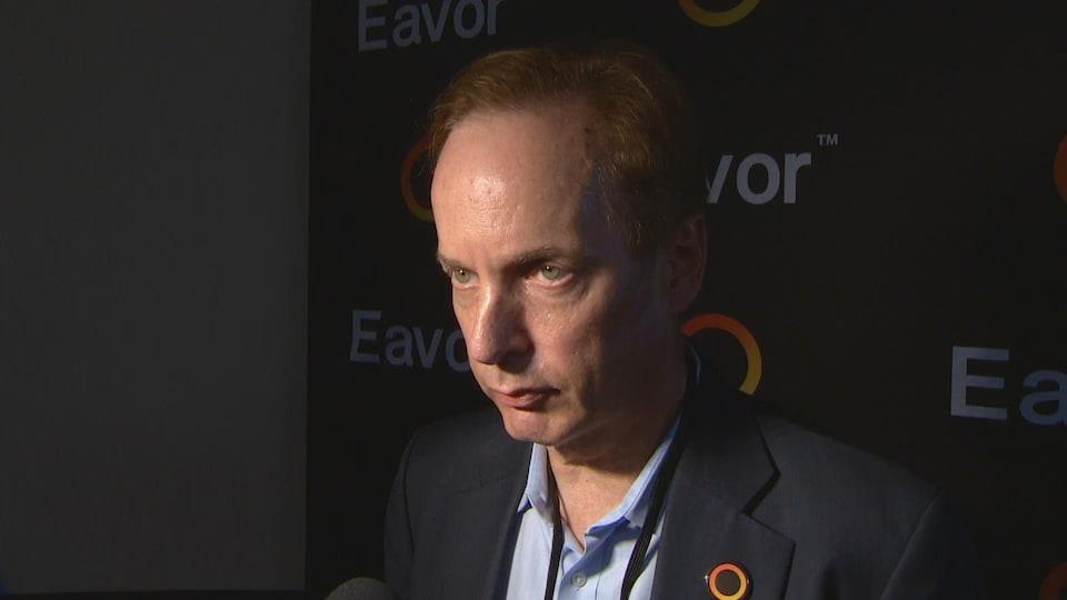 John Redfern, le président  d'Eavor Technologies répond aux questions pendant une entrevue.