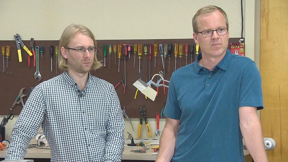 Deux professeurs dans leur atelier.