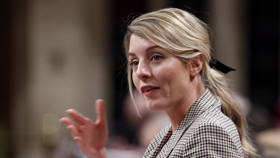 La ministre du Patrimoine Mélany Joly répond à une question en Chambre à Ottawa.