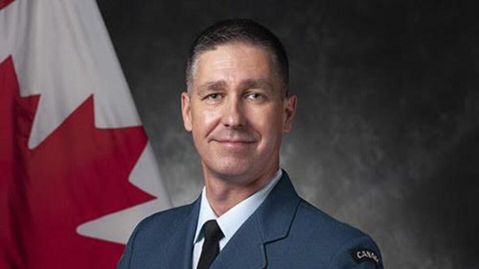 Le commandant de la 15e Escadre située à Moose Jaw Jonathan Bouchard.