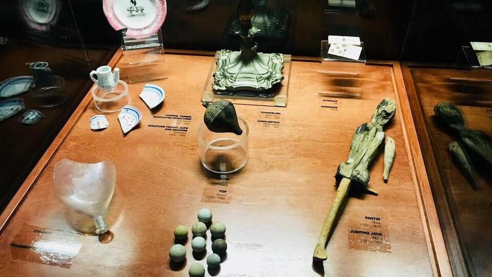Des artefacts divers de la nation huronne-wendat