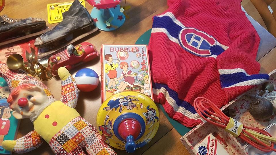 Des jouets de la collection de Jean Bouchard.