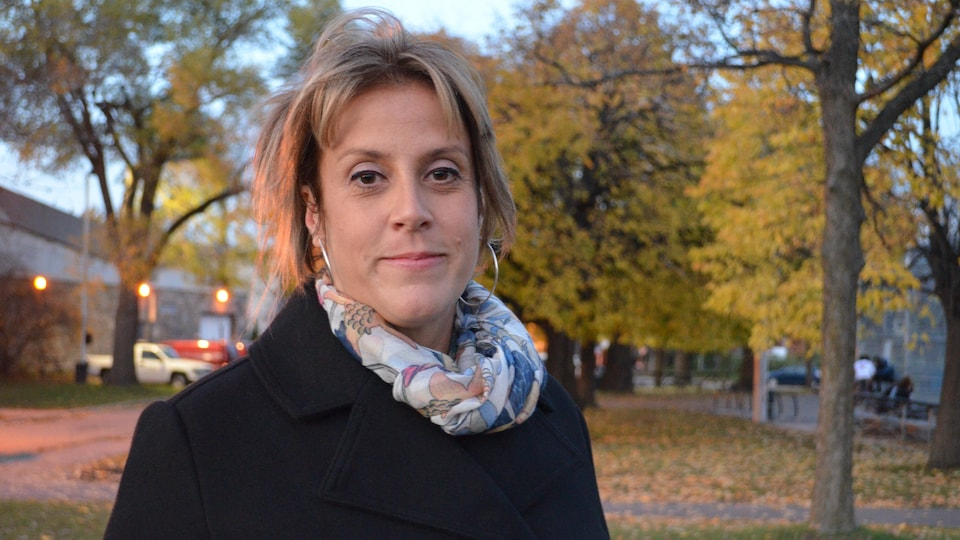 Mme Provost dans un parc.