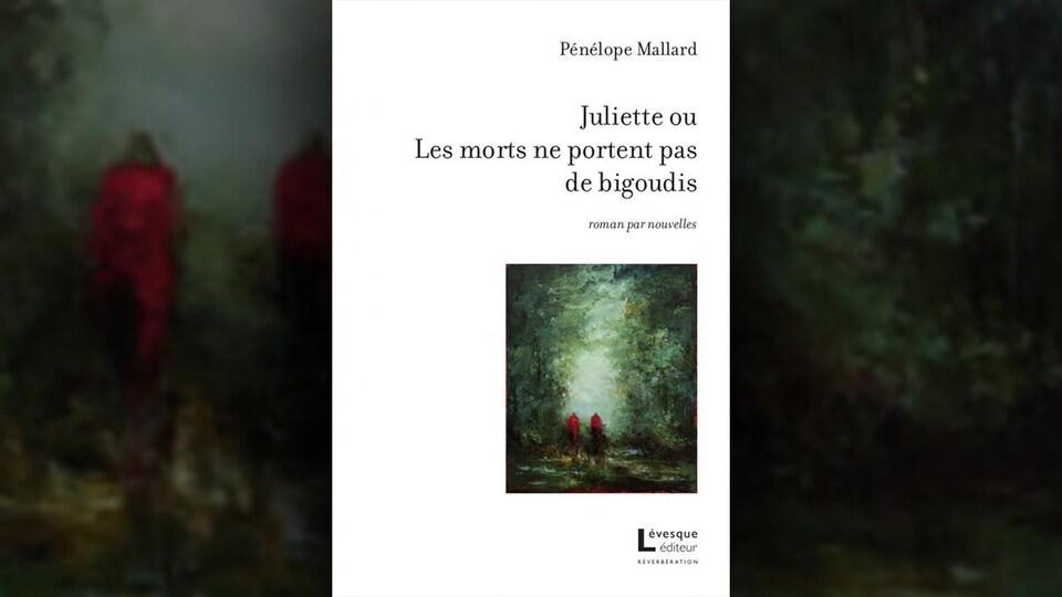 Sur une couverture blanche, un petit encadré laisse voir une peinture où deux personnes marchent en forêt.