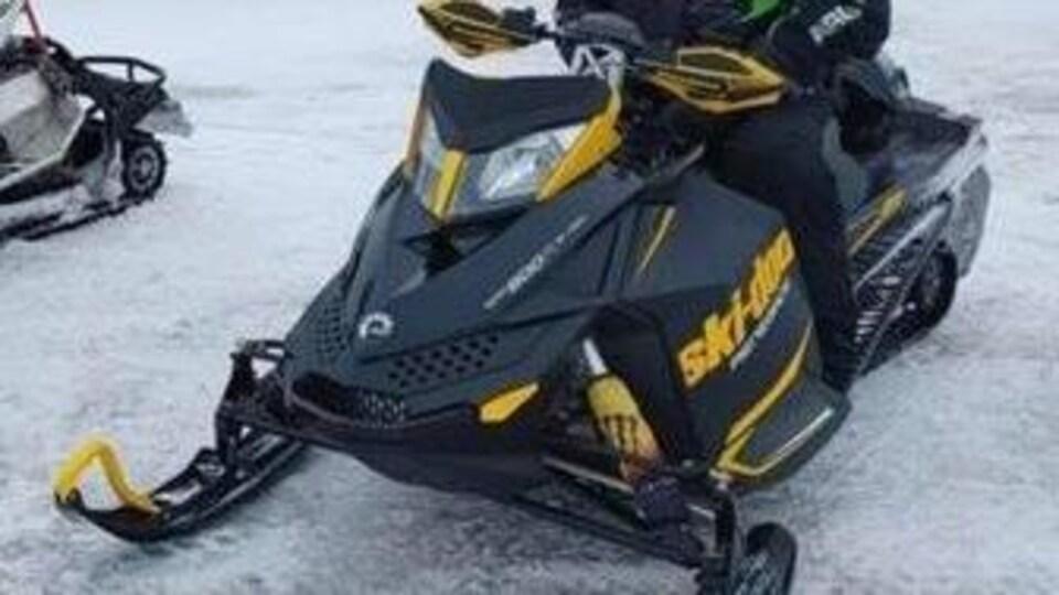 La motoneige de Justin Alexander Savoie.