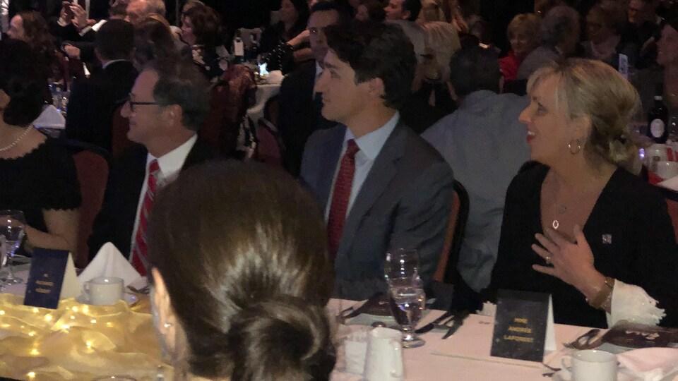 Le député Richard Hébert, le premier ministre Justin Trudeau et la ministre Andrée Laforest