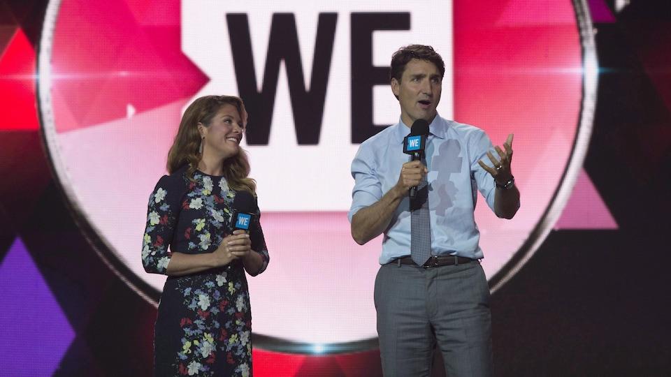 Justin Trudeau et Sophie Grégoire sur scène.