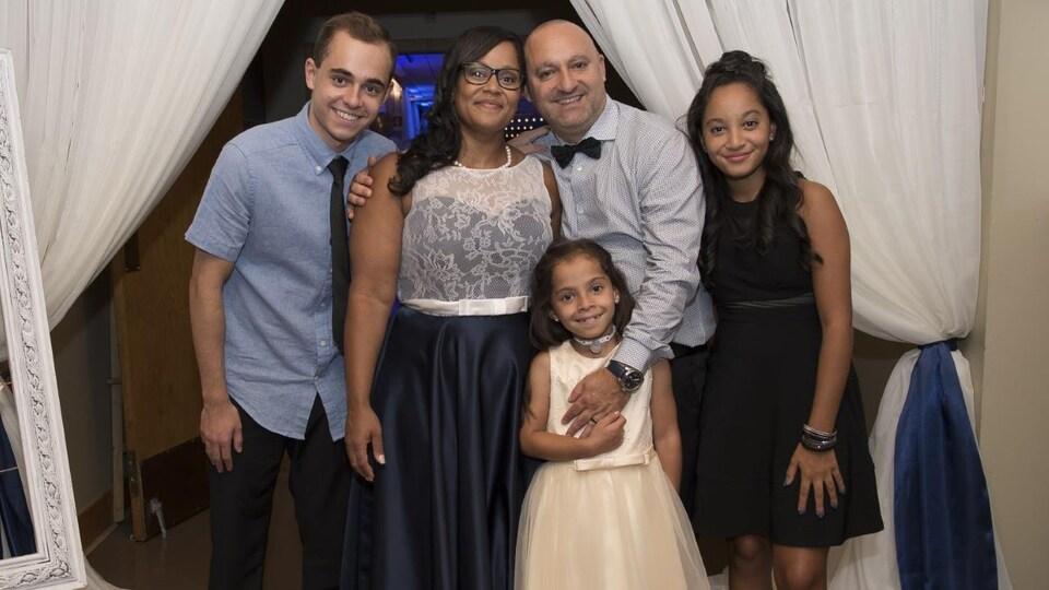 Justine en compagnie de sa famille.