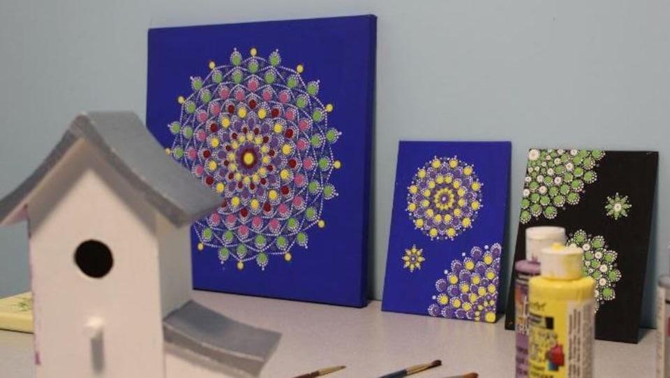 Des peintures.