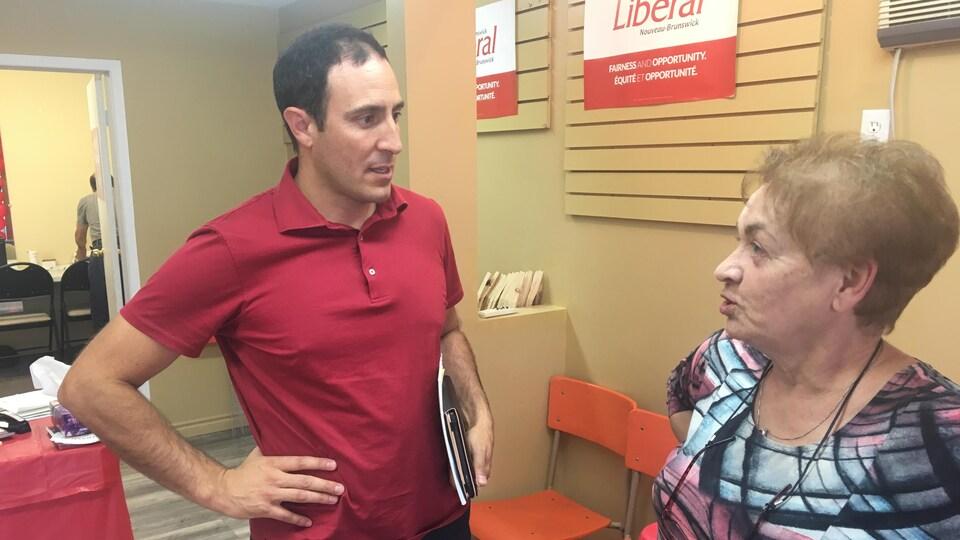 Le libéral Keith Chiasson dit qu'il n'est pas incompatible du tout d'être un politicien et un «bon gars».
