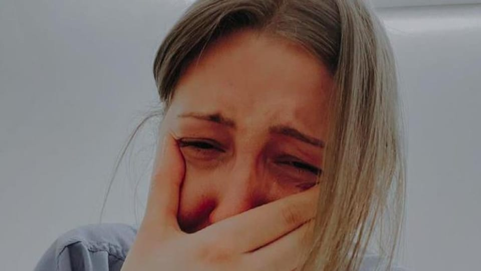 L'infirmière Kendall Skuta en larmes.