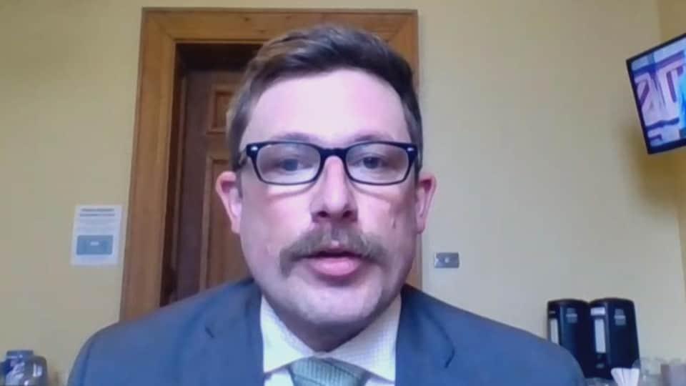Le député vert de Kent-Nord, Kevin Arseneau, en entrevue par webcam le 11 mai 2021.