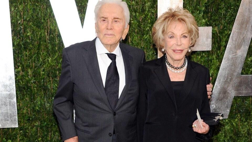 Kirk Douglas et sa femme Anne en février 2013 à Los Angeles