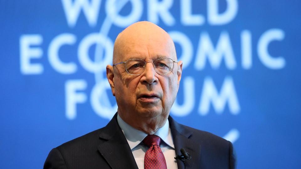 À bientôt 81 ans, Klaus Schwab, ingénieur et économiste de formation, est toujours à la tête du Forum économique mondial.
