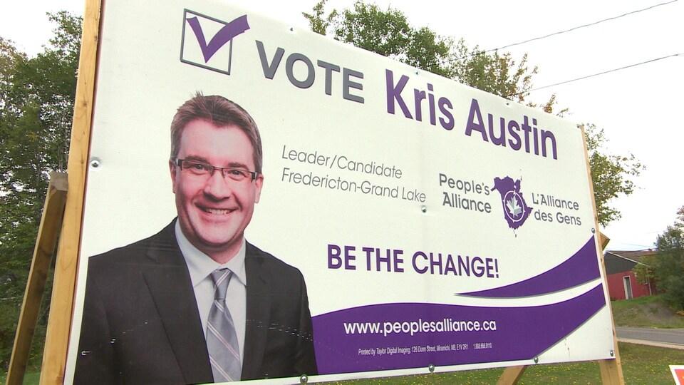 Une affiche de campagne pour Kris Austin avec le slogan, en anglais, Soyez le changement.