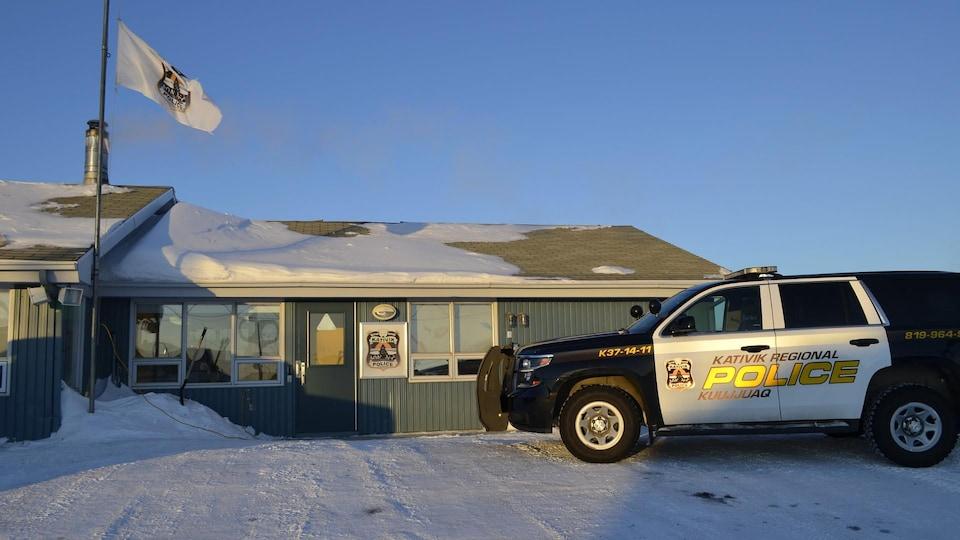 Une camionnette du Service de police du Nunavik à Kuujjuaq en hiver