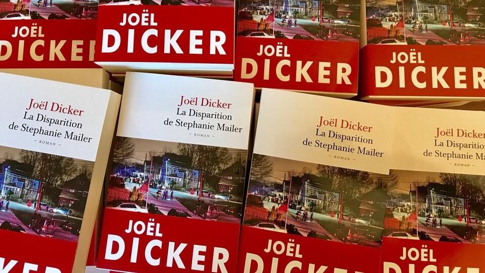 Des rangées du plus récent roman de Joël Dicker.