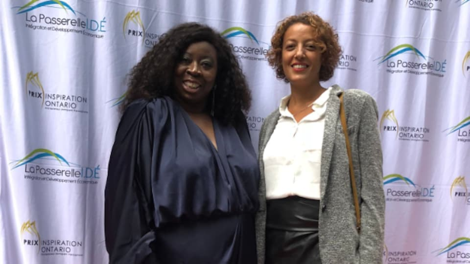 Deux femmes noires à un gala