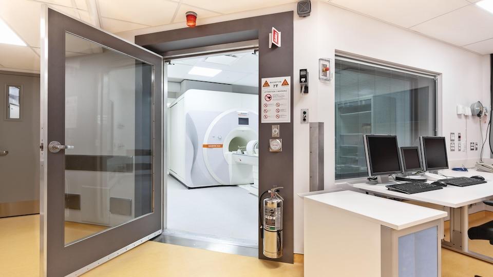 Un laboratoire d'imagerie par résonance magnétique.