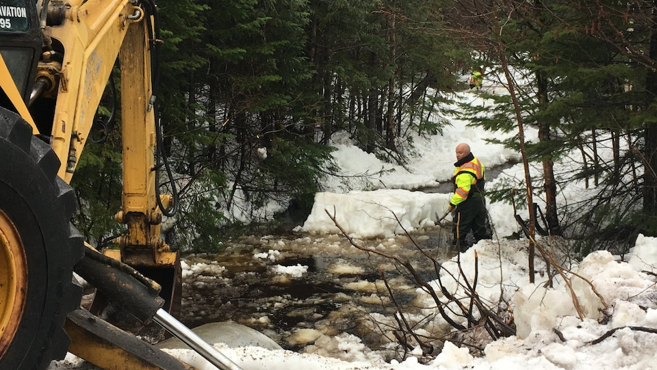 Le directeur général de la MRC de Sept-Rivière, Alain Lapierre, travaille pour faciliter l'écoulement du Lac Daigle