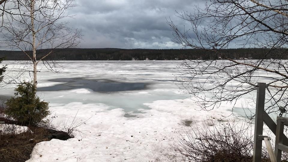 Le lac du Portage au printemps.