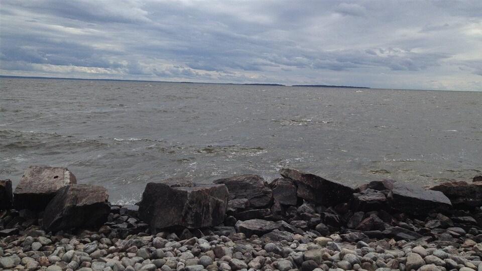 Le lac Nipissing est l'un des dix plus grands lacs de l'Ontario. Il s'étend sur 65 kilomètres.