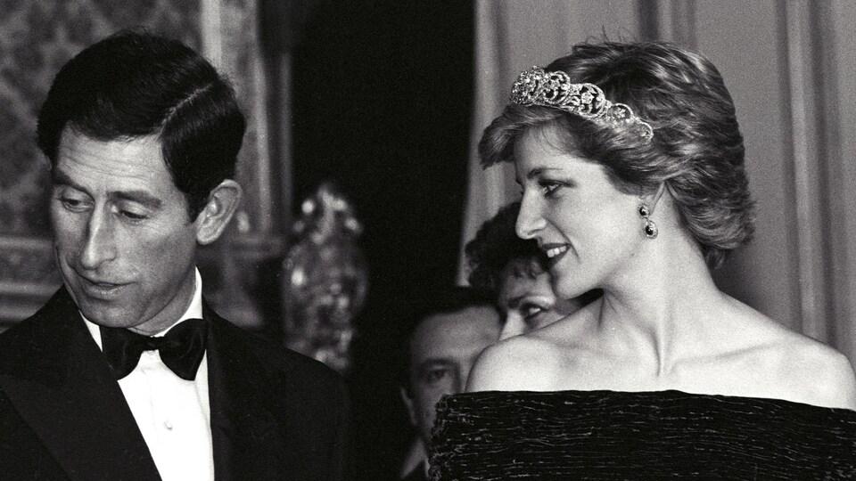 Le prince Charles et la princesse Diana lors d'un banquet au Palais national d'Ajuda à Lisbonne au Portugal.