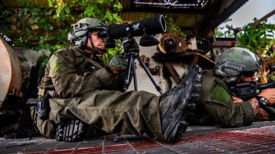 Image publicitaire de LALO Tactical montrant des soldats en action.