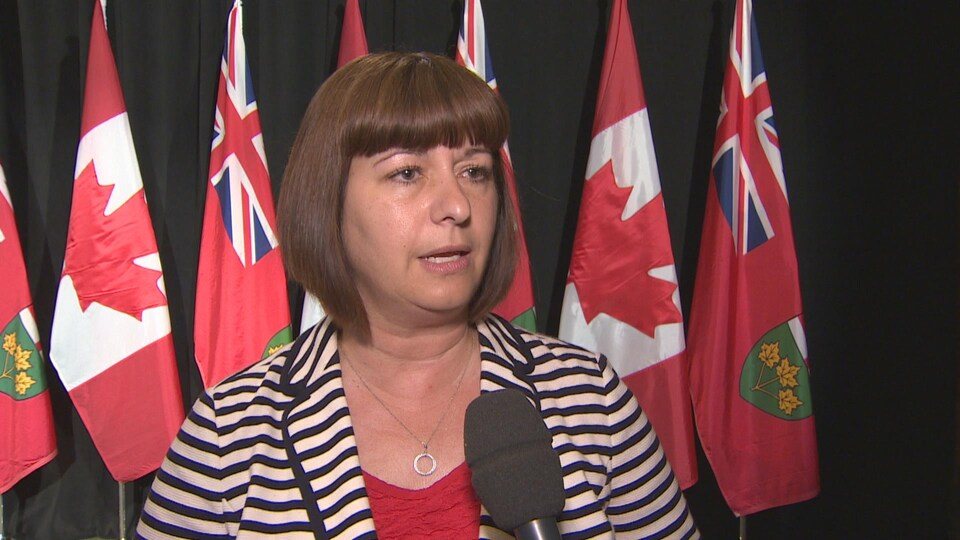 La ministre Marie-France Lalonde répond aux questions de Radio-Canada.