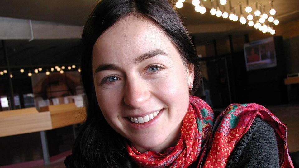 Laure Waridel, souriante, en 2001.