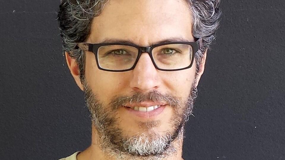Portrait en couleur de l'auteur Laurent Fadanni
