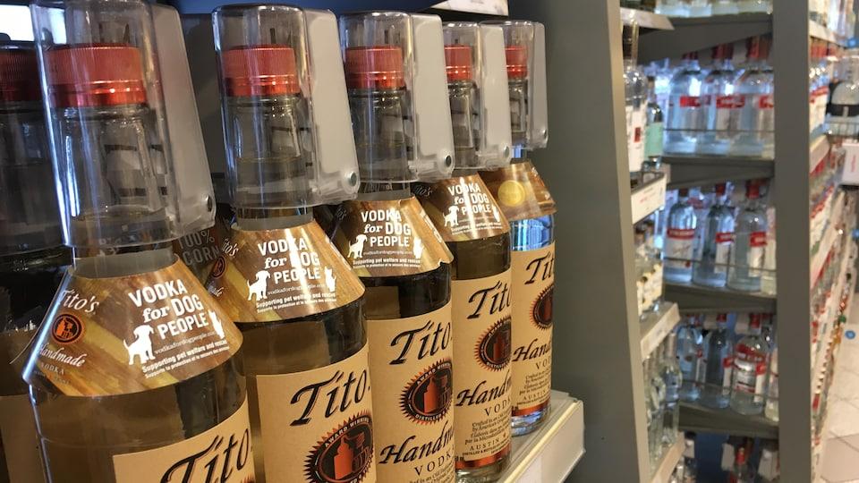Des dispositifs de sécurité sont installés sur les bouchons de bouteilles de spiritueux.