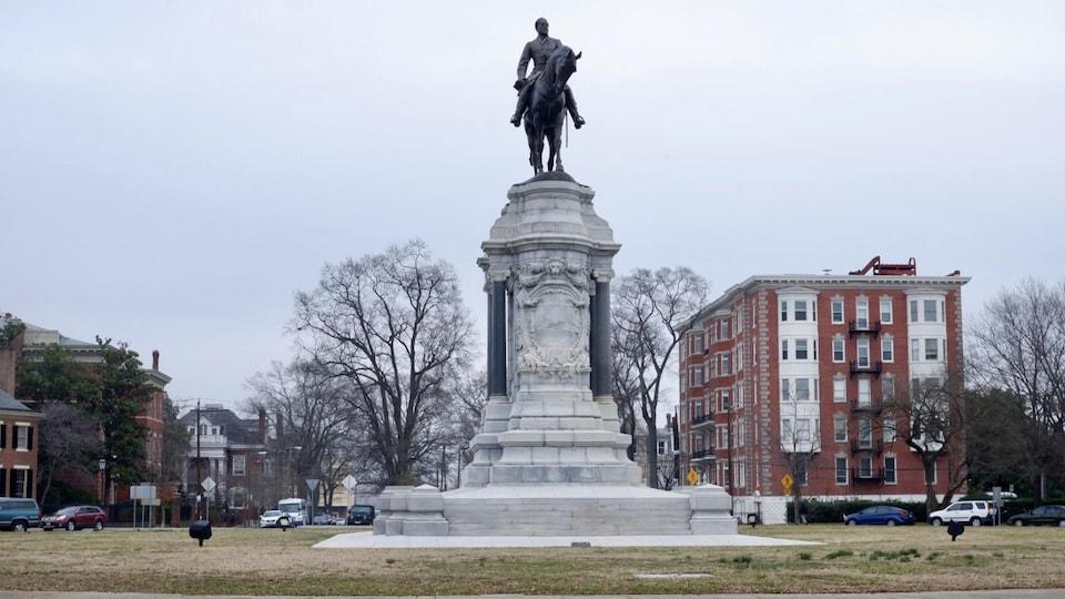 Une statue du général sudiste Robert Lee à Richmond, ancienne capitale des confédérés pendant la guerre de Sécession.