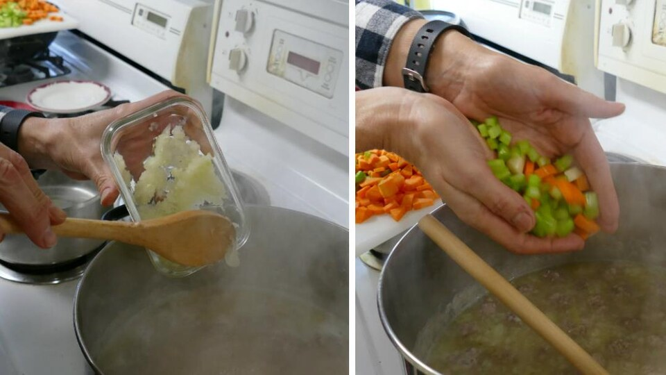 On verse dans le chaudron de soupe, les oignons et les légumes.